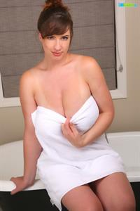 Busty Lana Kendrick Stunningly Hot After Bath