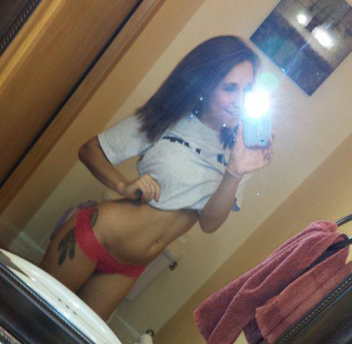 Hot chick Ruby Knox taking selfies in mirror while removing her clothes № 334827 загрузить