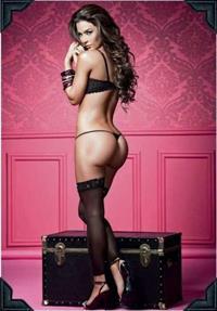Natalia Vélez in lingerie - ass