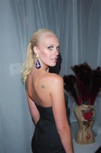 CariDee English